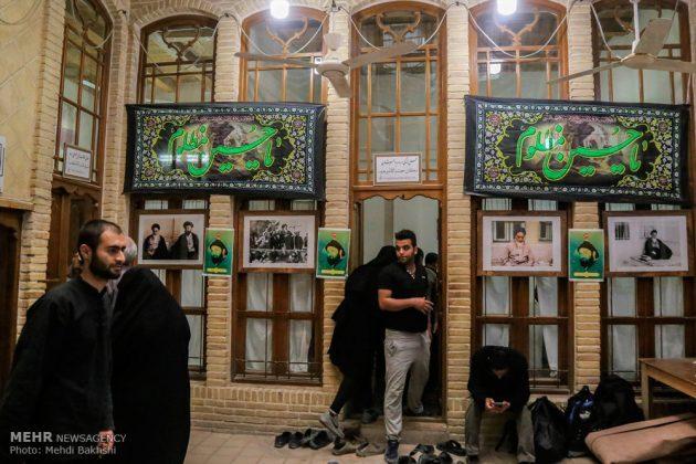Los peregrinos visitan la casa del imán Jomeini en la Nayaf de Irak9