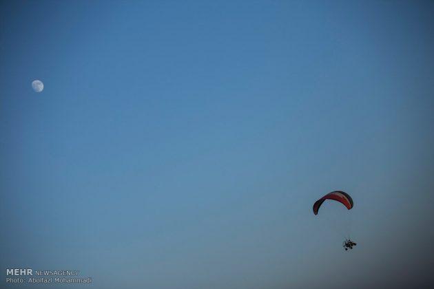 """مهرجان """"الطيران المظلي"""" في مدينة يزد الايرانية 9"""