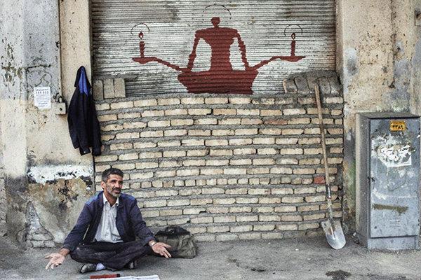 Pintor iraní que representa la soledad en las pinturas murales4