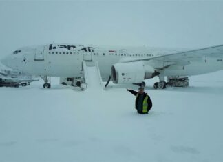 Flights at Tehran's Airports Resume after Heavy Snowfall