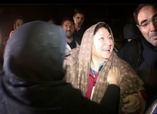 Azeri Lady Finds Iranian Half-Sisters after 63 Years