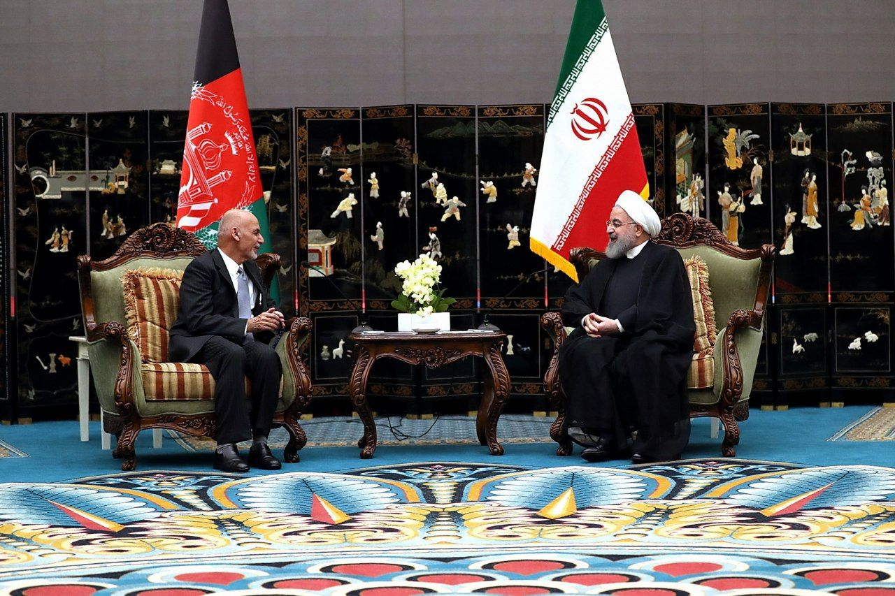 Mamnoon, Rouhani discuss bilateral relations during SCO summit