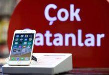 Turks Break iPhones into Pieces in Response to Erdogan's Call
