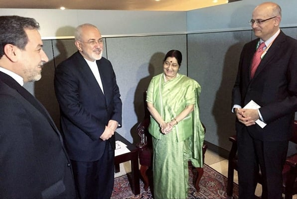 Iran, India Discuss Ways to Expand Economic Ties