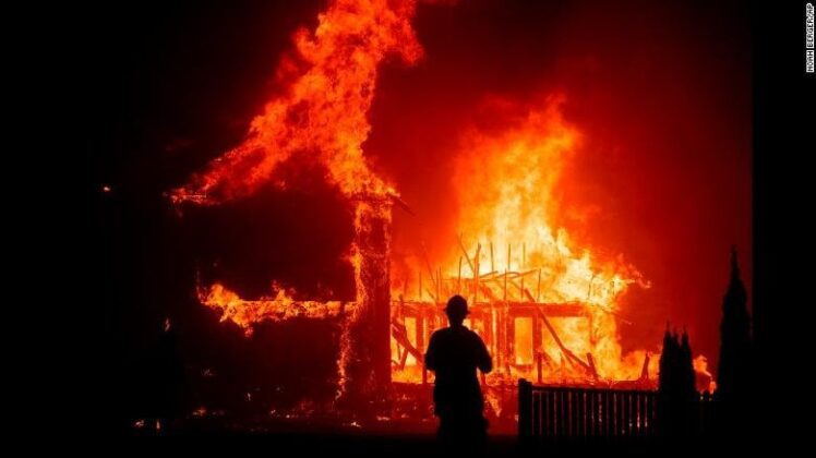 Wildfires tear across California / Photo by AP