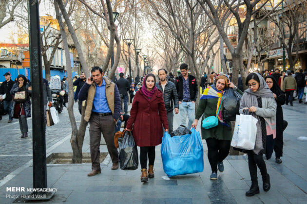 Iranians on Shopping Sprees in Run-up to New Year