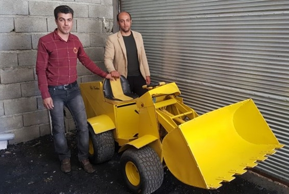Iranian Inventors Develop Solar-Powered Loaders