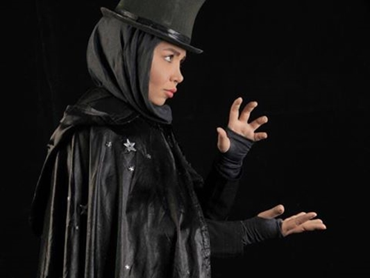 Iran's Only Woman Magician Shining among 2,000 Male Conjurers
