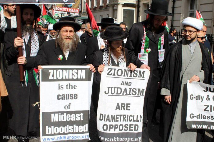 Jewish rabbis attend International Quds Day rallies in London on July 3, 2016. / Photo by Mehr news agency