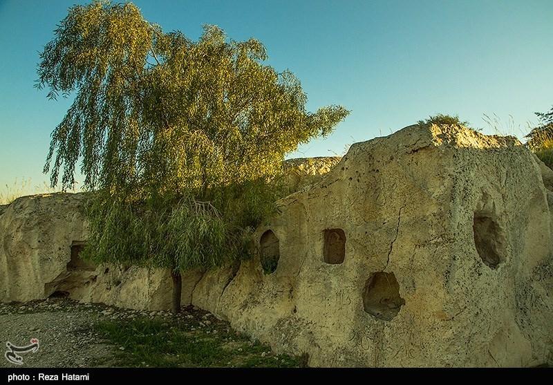Palmyrene Graves, Iran