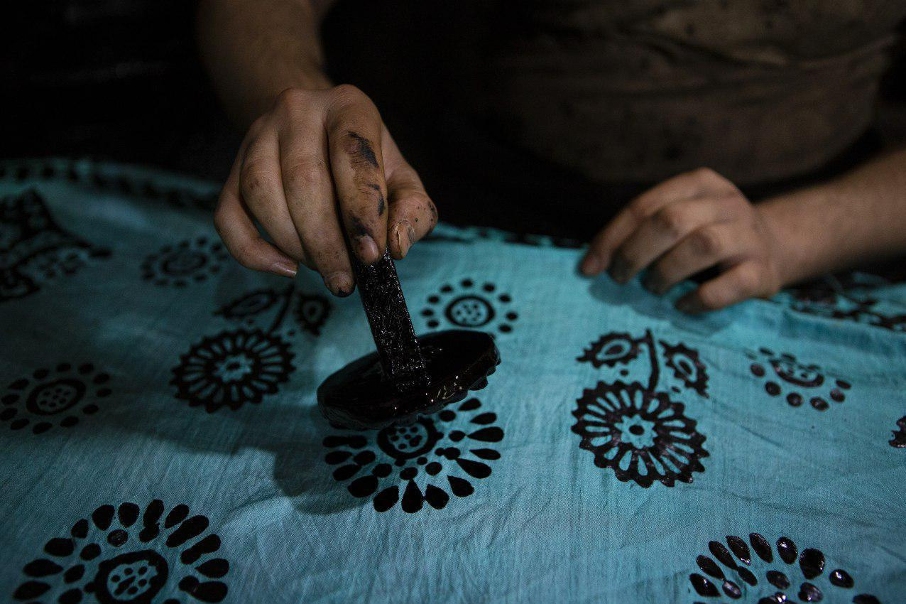 World's Most Expensive Scarf Is Made of Silk and Tar 90