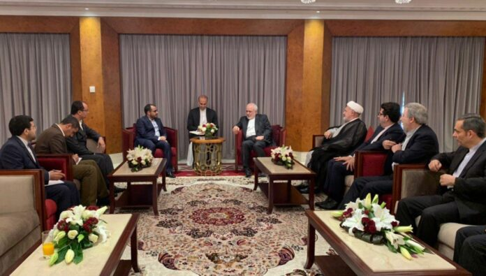 FM Zarif Holds High-Level Talks in Muscat