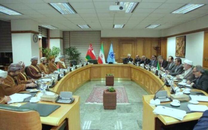 Iran, Oman Move to Facilitate Financial Transactions