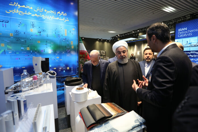 Rouhani Visits Exhibition of Iran's Petrochemical Achievements