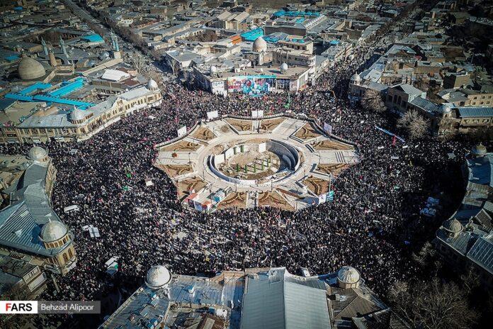 People of Hamadan hold massive gathering to commemorate Gen. Soleimani's martyrdom