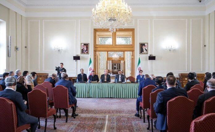 WHO, Foreign Ambassadors Briefed on Iran's Battle with COVID-19