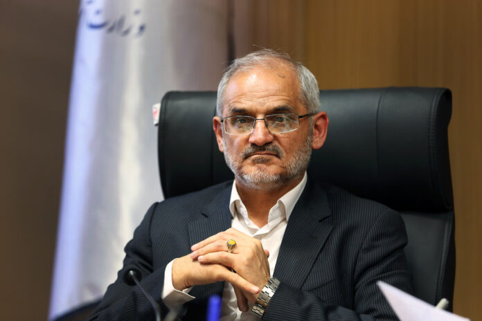 Minister Vows to Prevent Schooling Deprivation in Iran