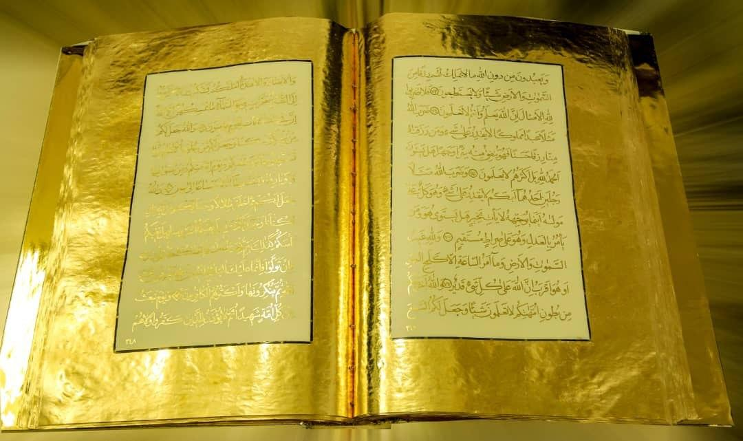 Female Iranian Calligrapher Writes Out Entire Quran with Gold Ink 3