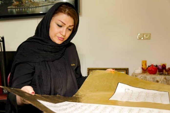 Female Iranian Calligrapher Writes Out Entire Quran with Gold Ink