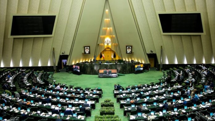 Iranian MPs to Question President over Economic Woes