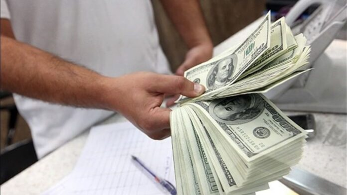 Parliament Imposes Fines on Taking Currency Out of Iran
