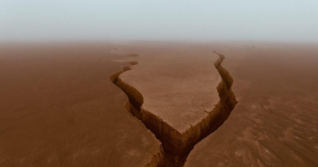Snake Tongue Canyon; Bizarre Attraction in Iran's Lut Desert 5