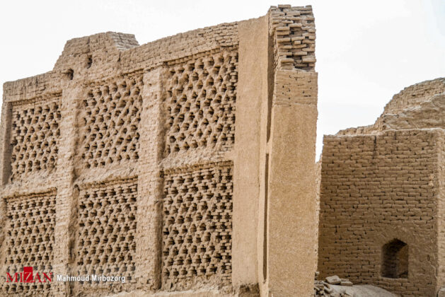 Structures in South-eastern Iran 4