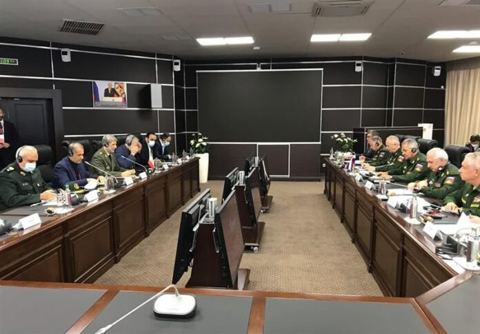 Iranian, Russian DMs Discuss Mutual Defence Cooperation