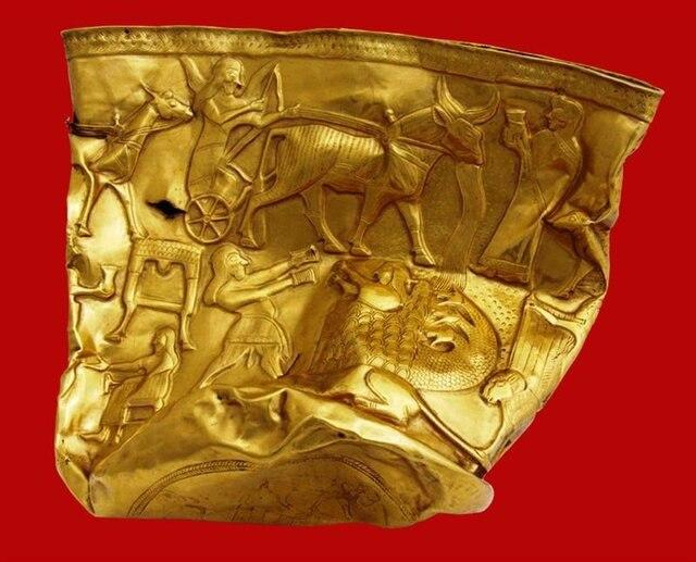Iran Digs Ancient Cup Out of Fallen Soldier's Chest 3