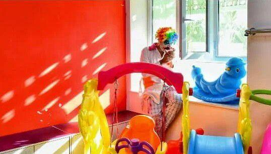 Dressed as Clown, Iranian Engineer Visits Hospitals to Make Kids Laugh 2