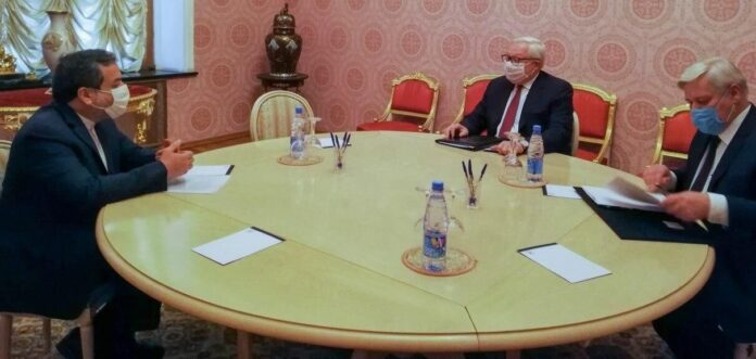 Iran, Russia Refute US' Bid to Reinstate Sanctions