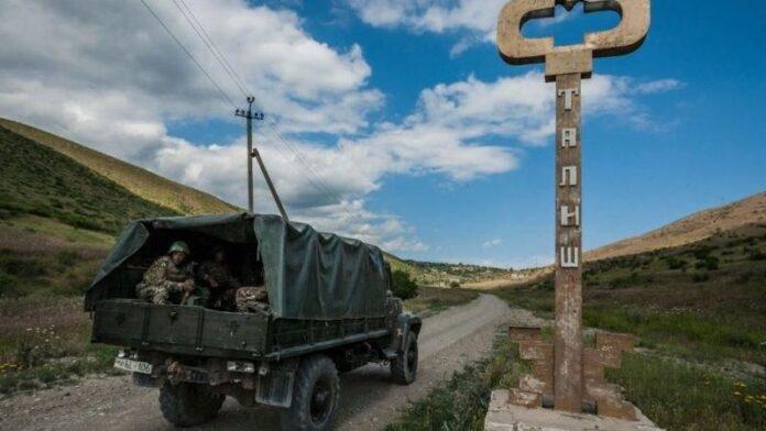Iran's FM Asks Azerbaijan, Armenia to Cease Hostilities, Hold Talks
