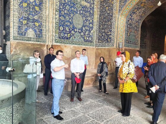 Swiss FM Visits Historical City of Isfahan Upon Arrival in Iran 6