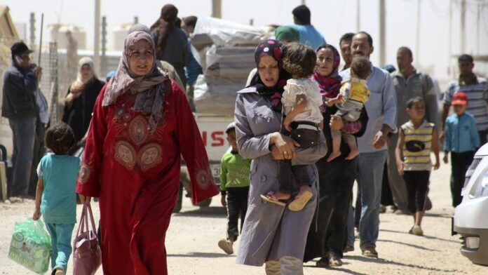 Iranian, Syrian Diplomats Discuss Return Home of Syrian Refugees